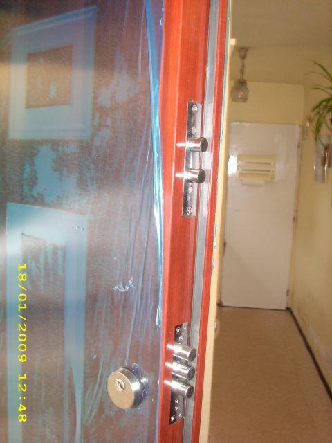 Ajtónyitás, Biztonsági ajtó nyitás, Biztonsági rácsok, Budapest, Hevederzár, Kínai ajtók nyitása, Lakatos gyorsszervíz, Műanyag nyilászárók beállítása, szerelés, Széfek telepitése, Széfnyitás zárcsere, Zárnyitás, Zárnyitás Budapest, Zárszerelés, Zárszerviz,